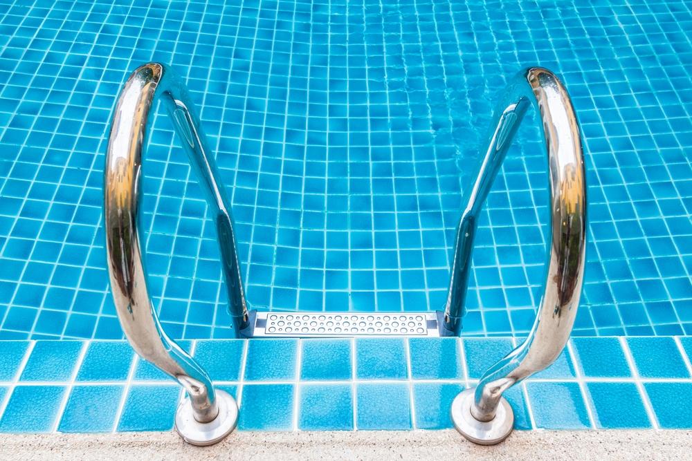 La honte la piscine fil sant jeunes - Peut on se baigner dans une piscine trouble ...