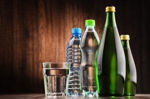Eau en bouteille ou eau du robinet fil sant jeunes - Eau en bouteille vs eau du robinet ...